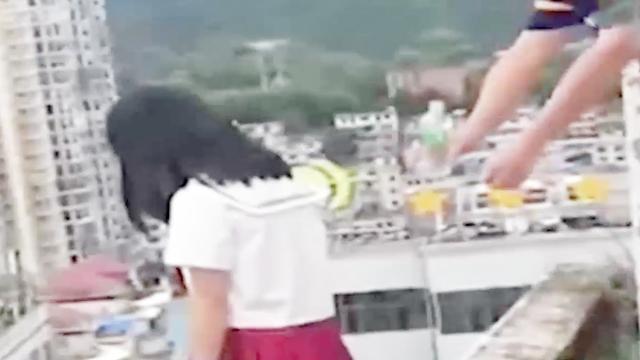 视频:好险!女生患抑郁症,校长递水救回一命,为校长打call!