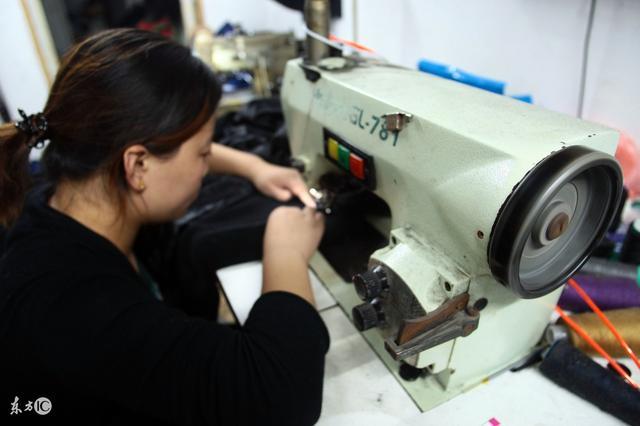 服装加工厂越来越难做,大厂接二连三在关门,但服装小作坊在兴起