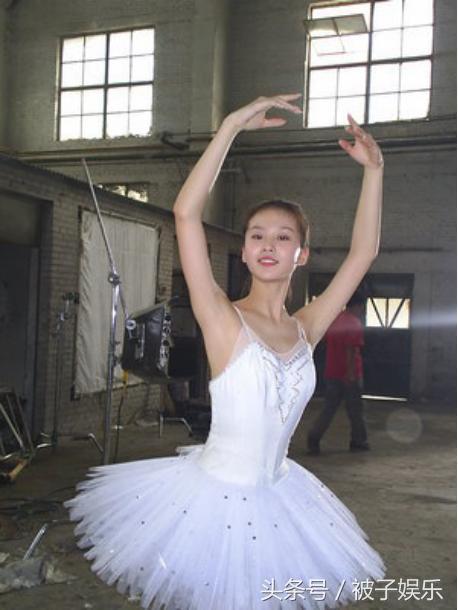 女星们齐练芭蕾压力大,让人联想起刘诗诗的脚!
