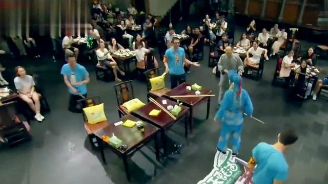 每晚川剧变脸小丑表演,一边吃饭一边看节目!_腾讯网