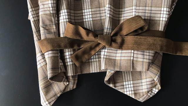 皮衣蝴蝶结的系法简单