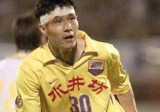 首位中国足球先生如今欲创升超神话,弃原配后二婚娶女明星