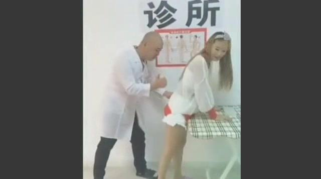 爆笑诊所:二货医生给美女打针,笑到喷饭!