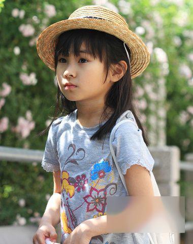 可爱小女孩简笔画