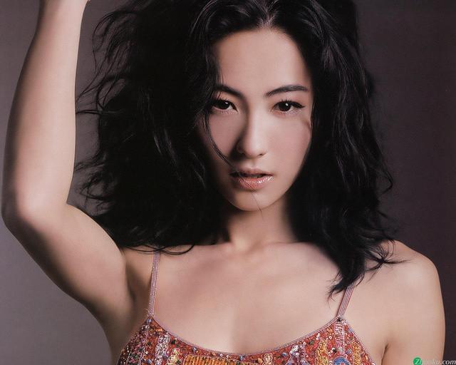 张柏芝深夜晒纹身感慨:没用的男人注定是没用的,她想暗示什么?