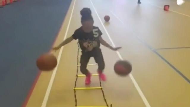 篮球宝贝劈腿