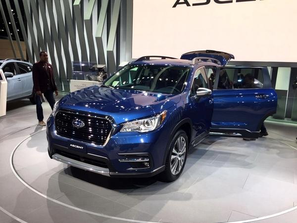 斯巴鲁大型7座SUV,颜值霸气十足,车身充满力量感