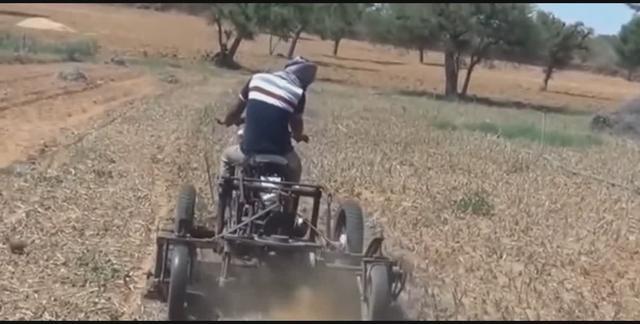 牛人用摩托车改成的耕地机,看到这散热我是服了