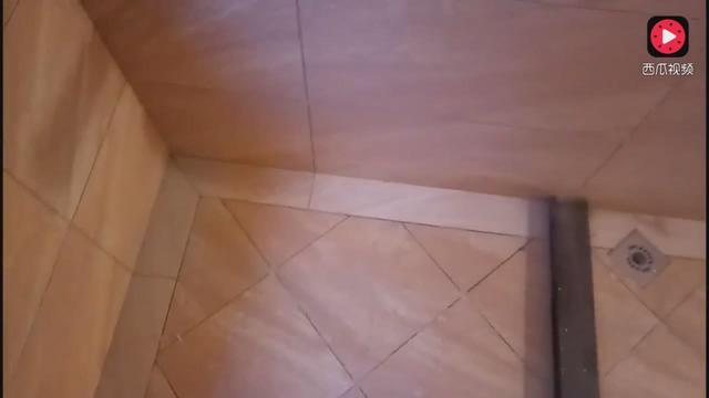 卫生间贴菱形瓷砖图片