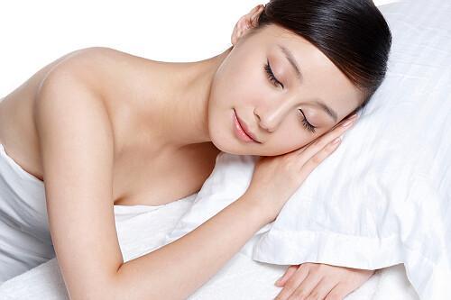 为什么女生睡觉时喜欢夹被子,到底是什么感觉?看完尴尬不已