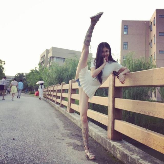 """cba篮球宝贝 秀逆天一字马,钟情""""大侄子""""郭艾伦 喜爱芭蕾"""