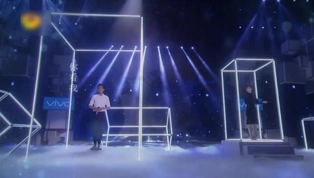 吴昕 张若昀合唱《追光者》,唱的挺好听的!