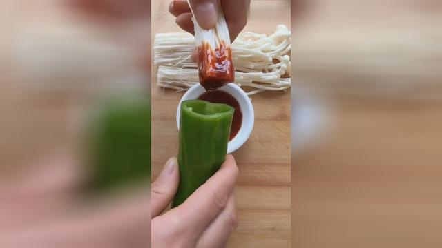 尖椒金针菇最好吃的家常做法,香辣好吃,简单易做,下酒下饭绝了