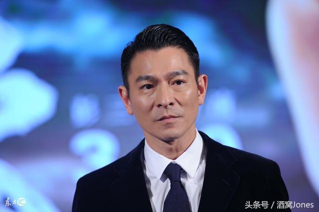 57岁刘德华坠马后首次专访,自曝羡慕梁朝伟是天才