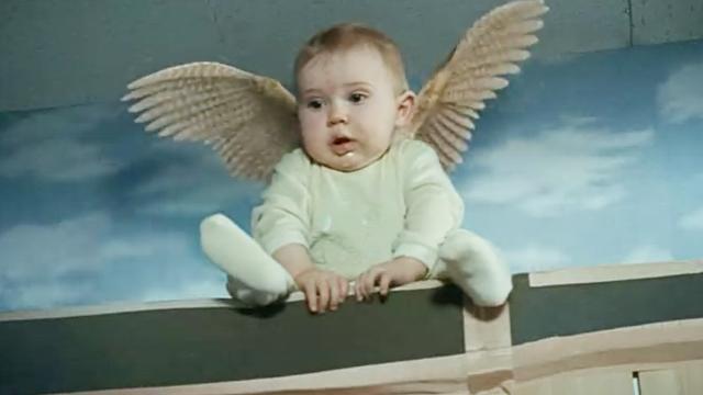 小男孩长翅膀