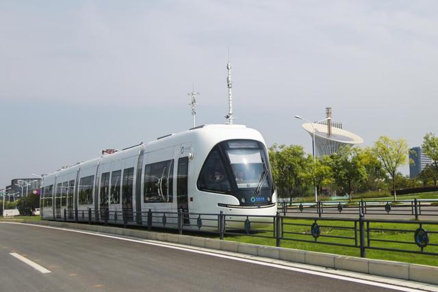 求职者注意!光谷有轨电车T1、T2客运员招人啦