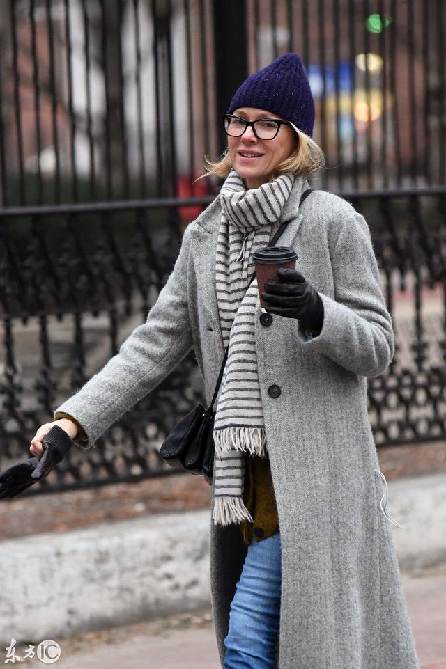 街拍丨《金刚》女主角娜奥米·沃茨带儿子出街_腾讯网
