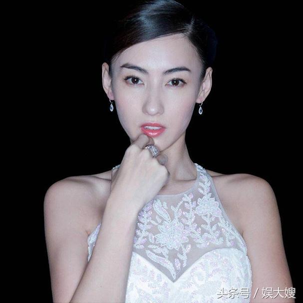 张柏芝出席活动重返盛世美颜,可她身上新增加的纹身才是最大亮点