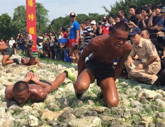 中國蛙人游泳視頻