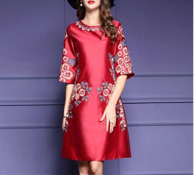 精美刺绣,高端品质的大码连衣裙,时刻都在展现着与众不同的美!