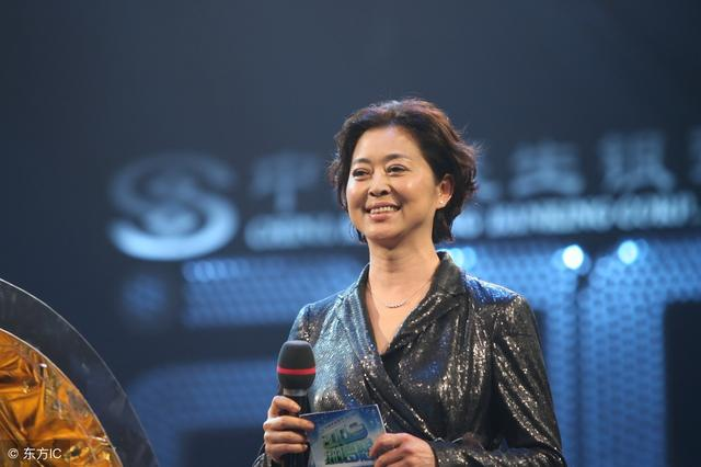 61岁倪萍:贵为央视一姐,与陈凯歌同居6年被弃,为何告别春晚?