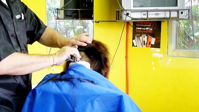 后面剃光的发型女的