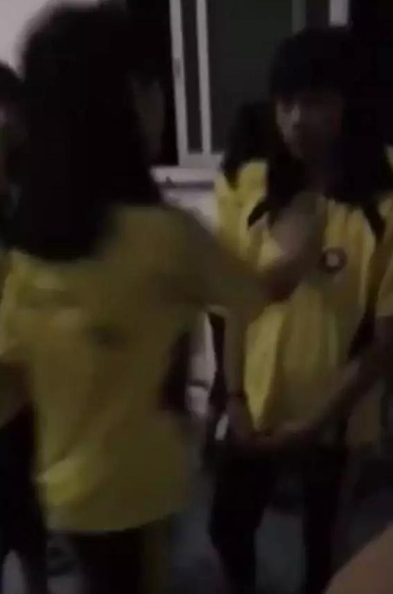 鹿寨一中学女生在卫生间被多名同学狂扇耳光?官方通报来了!