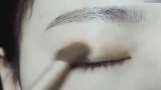 眼线眼影的化妆教程,这样画完眼睛好美啊!