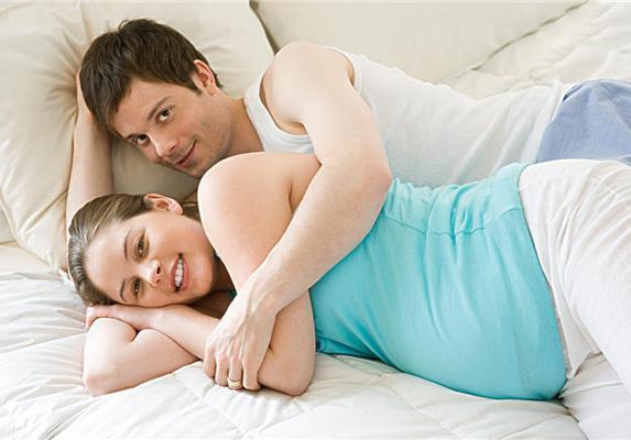 老婆跟男人跑了,我和岳母住一起,临睡前岳母提了要求,我懵了