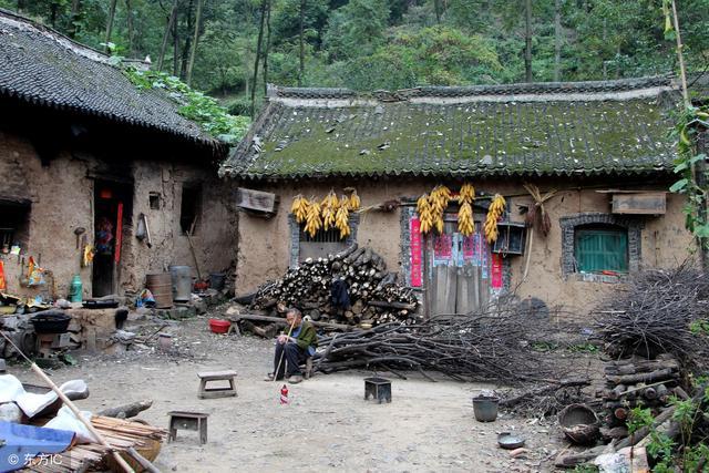 女大学生被拐到山村,2年后家人来寻,她做一举动毁自己一生