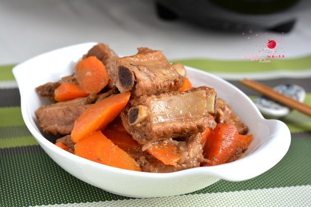 胡萝卜烧排骨的做法_菜谱_香哈网