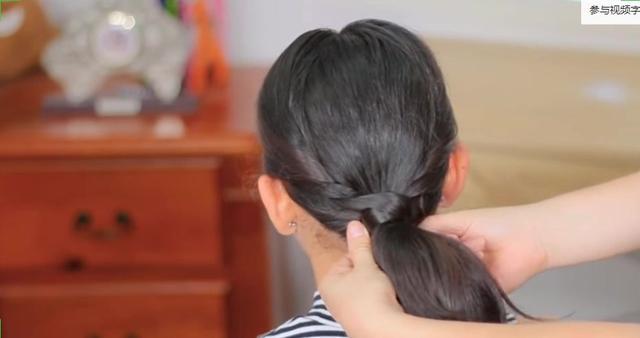 马尾辫怎么扎最好看?简单的编发最适合中长发!