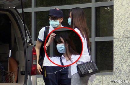 王俊凯的女朋友接吻