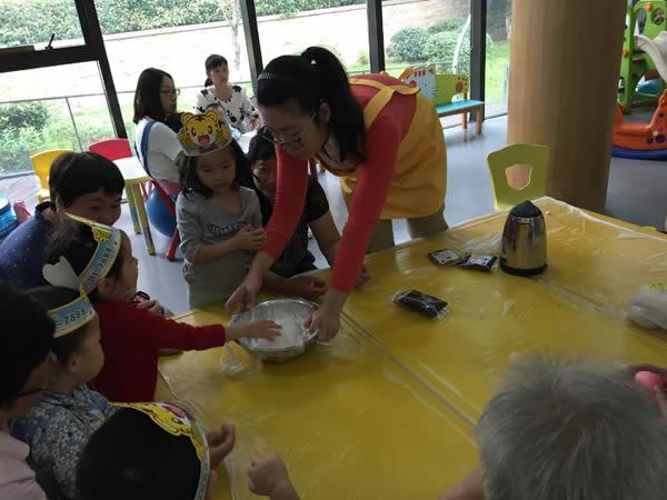 同喜同贺中秋 同欢同乐佳节 --水工社区开展喜迎中秋DIY月饼活动