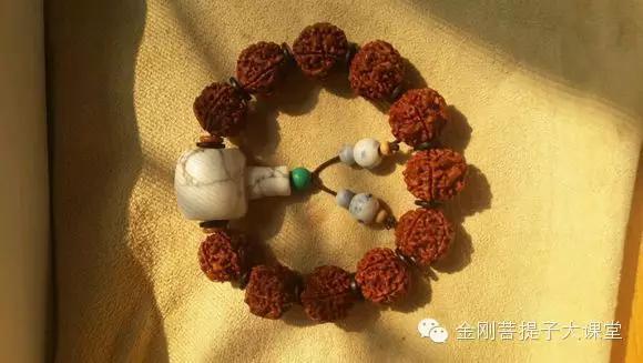 小金刚菩提,刷出红润的包浆就是这么简单!