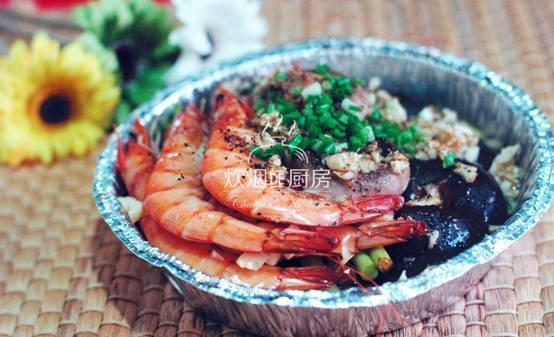 用西红柿、胡萝卜、黄瓜做的蔬菜拼盘,做法简单造型华丽