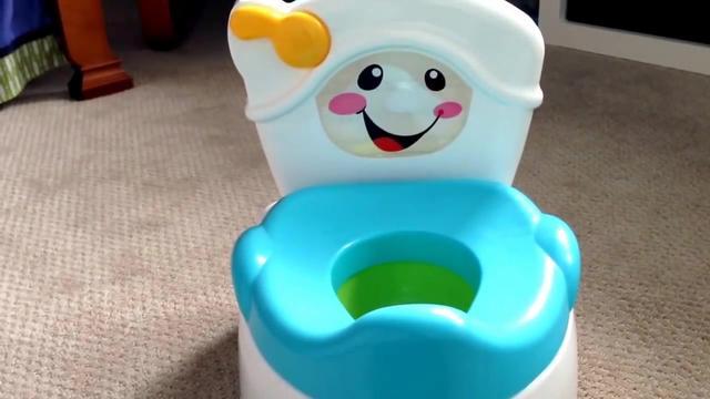 趣味启蒙,妈妈买来一个会唱歌的玩具马桶,非常漂亮