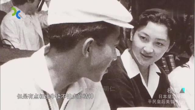 日本明仁天皇与皇后美智子一同赏花 手挽手亲密无间