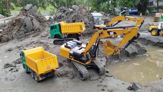 儿童益智玩具工程车,挖掘机、大卡车出去工作,爬山涉水终于到达