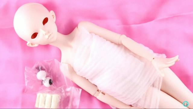 BJD球形关节娃娃Momoko拆箱,穿衣打扮