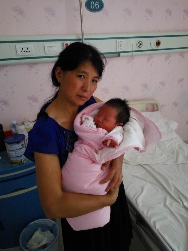 固始一女子顺产后死亡 院方分析死因为'羊水栓塞'
