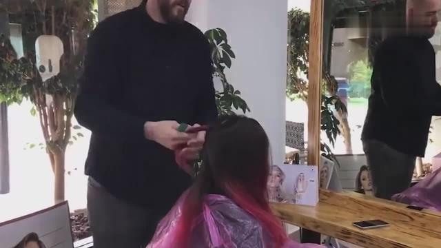 个性美女去理发,在后脑勺上剃出神秘图案,是有啥... _网易视频