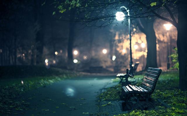 一个人路灯下影子图片