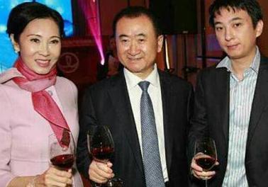 万达董事长夫人林宁和赵薇同台亮相_手机网易网