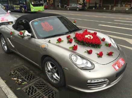 小伙上街抢豪车当婚车 网友:新娘咋想呢?--东北网哈尔滨