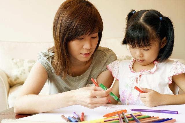 当孩子向我们伸手要钱时,我们做家长的应该怎么做