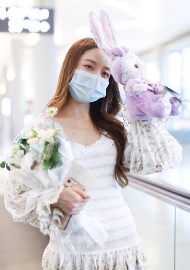 名门泽佳:姜贞羽回归《创造营》!一身仙美短裙秀纤瘦身材魅惑十足