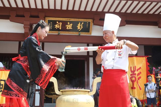 7月16日,三伏天开启,潮湿闷热,我们应该吃什么?不应该吃什么?