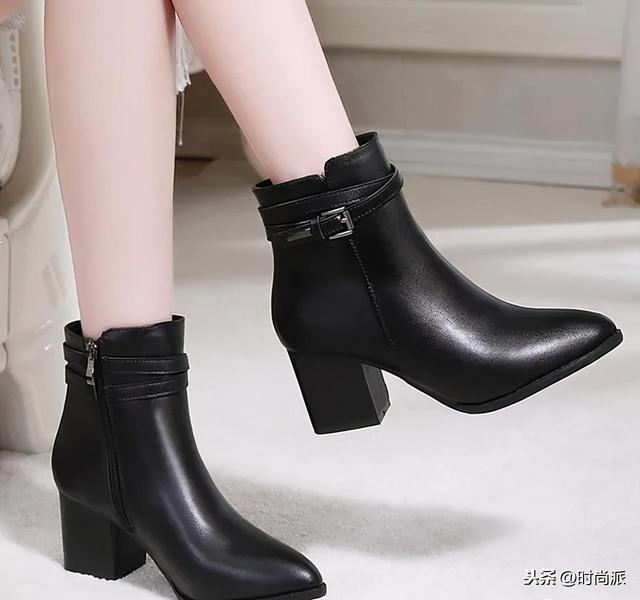 棕色靴子冬季搭配图片