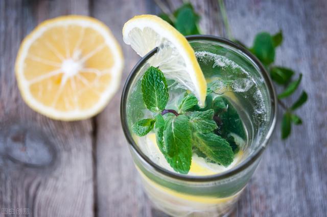 喝柠檬水真的能美白抗癌吗?